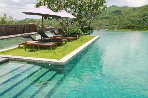 O charme das piscinas com ilha