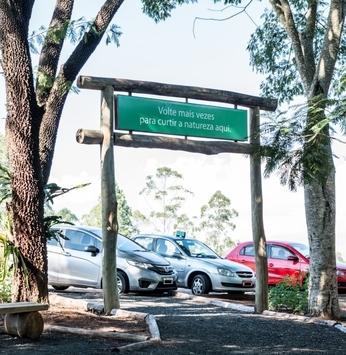 Visitantes da Trilha da Cachoeira contam com novo estacionamento