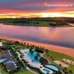 É OFICIAL! O paraíso tem nome, endereço e um céu incrível: @rivieradesantacristina13 💜🧡