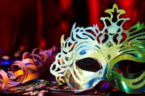 Abram alas que o Carnaval da Riviera de Santa Cristina III quer passar!