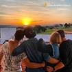 Tem coisas que não têm preço, né? Curtir o pôr do sol com a família, imaginando a casa de campo construída, é uma delas 🧡 📸: @guilherme_titonele